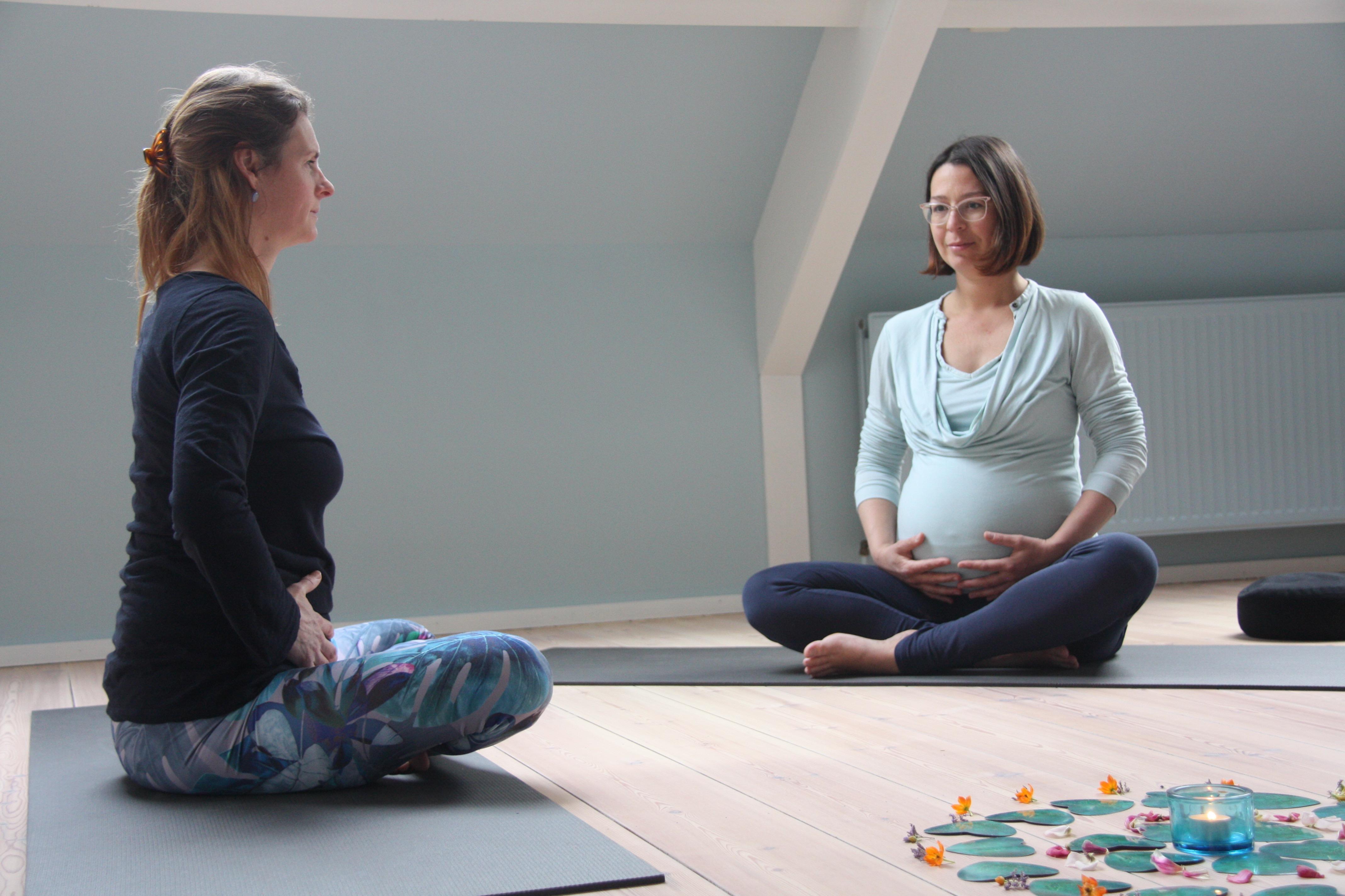 Zwangerschapsyoga door Guusje Chabot bij Yogacentrum Eemland